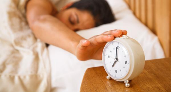 mennyi súlyt veszítünk aludni
